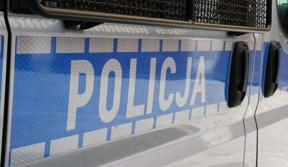 Film do artykułu: Bydgoszcz. Ścigany chciał wyskoczyć z okna. Przez kamerę obserwował klatkę schodową