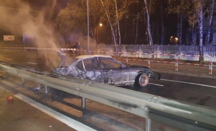 Do tragicznego wypadku doszło w nocy z piątku na sobotę, na drodze krajowej 92. Samochód marki bmw uderzył w barierki i spłonął