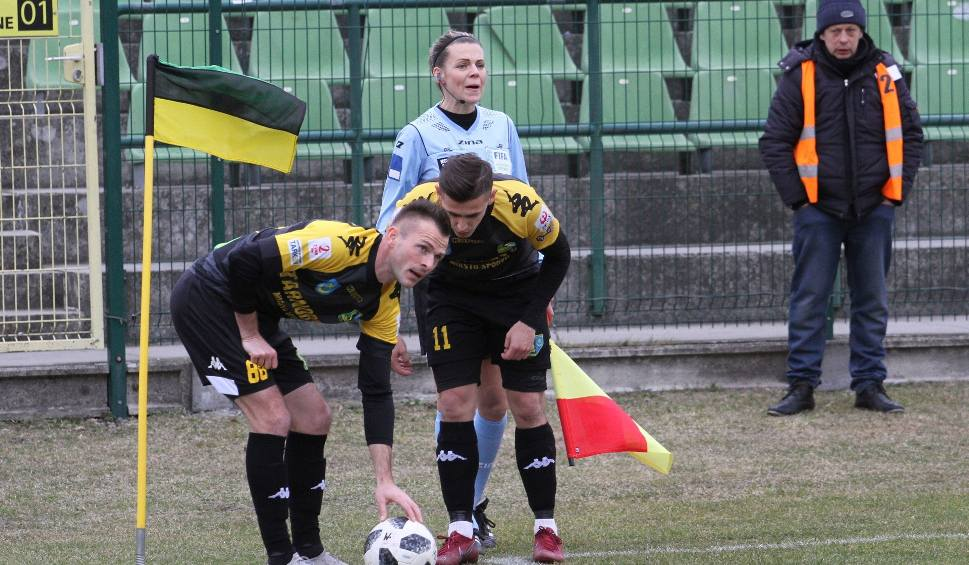 Film do artykułu: 2 liga piłkarska. Siarka Tarnobrzeg zremisowała 2:2 ze Zniczem Pruszków. Siarka drugiego gola straciła w 90 minucie [ZDJĘCIA]