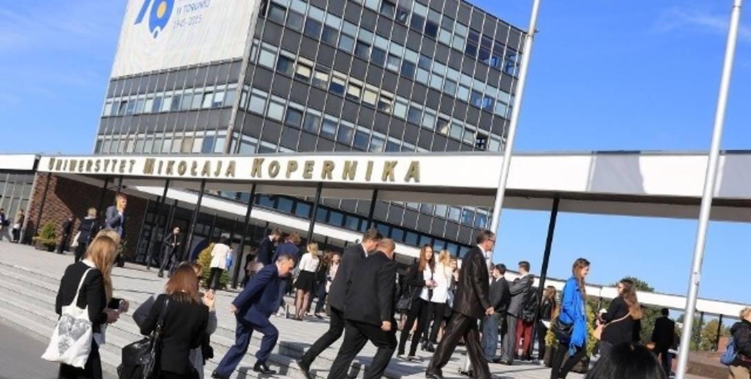 Każdego roku chętnych na studia na Uniwersytecie Mikołaja Kopernika w Toruniu nie brakuje