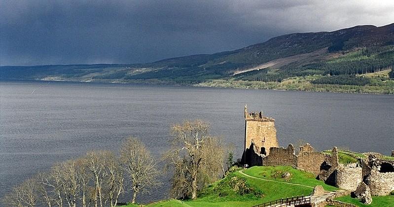 Okolice ruin zamku Urquhart – pochodzi stamtąd wiele relacji o spotkaniach z Nessie