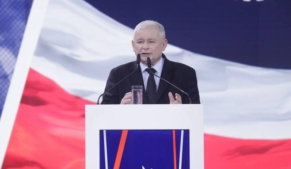 """Film do artykułu: Konwencja PiS. Jarosław Kaczyński zapowiedział 500 plus od pierwszego dziecka, """"trzynastki dla emerytów"""" i brak PIT-u dla młodych"""