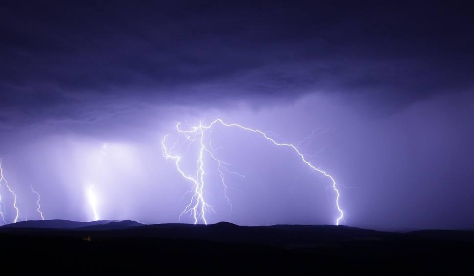 Film do artykułu: Uwaga na burze, ulewy, silny wiatr i opady gradu w województwie śląskim! IMGW wydał ostrzeżenie dla naszego regionu. Zobacz mapę burz