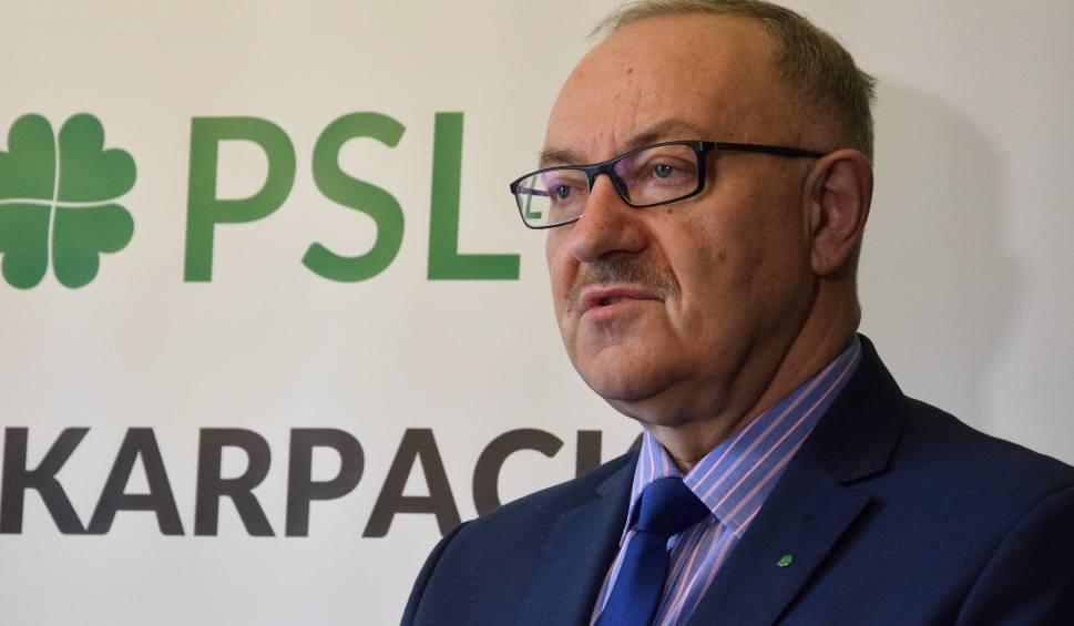 Film do artykułu: PSL: Wybory powinny odejść na dalszy plan, bo chorują ludzie i rośnie bezrobocie. Do tego dochodzi susza, przez którą będzie nam groził głód