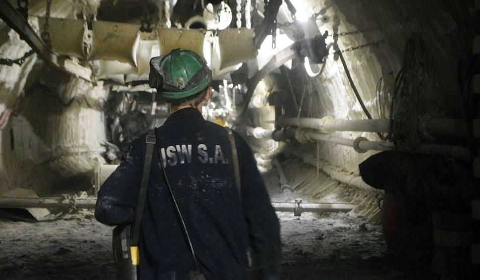 Film do artykułu: Koronawirus w kopalniach. Górnicy będą skoszarowani, bo tylko tak utrzymają ciągłość pracy kopalni. To plan awaryjny na wypadek kwarantanny