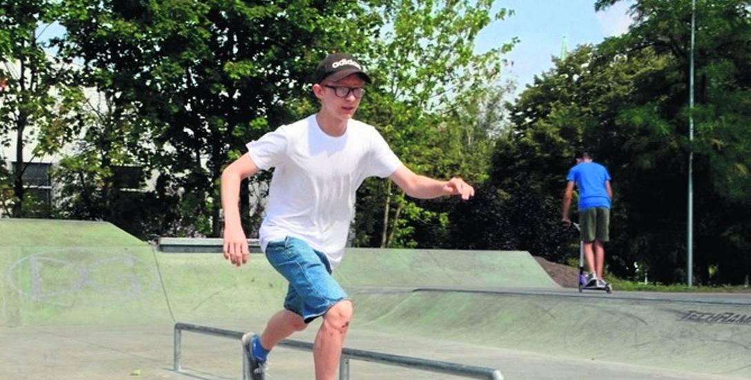 Skate park w dąbrowskim Parku Hallera otwarty został w lipcu i od razu cieszy się dużym powodzeniem wśród młodzieży