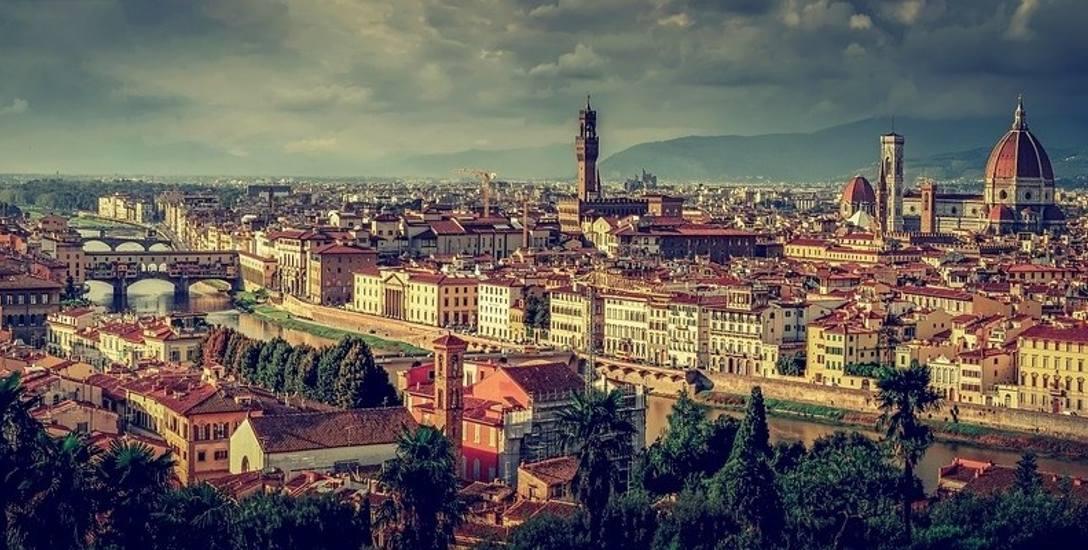 Za zjedzenie kanapki na schodach we Florencji kara do 500 euro