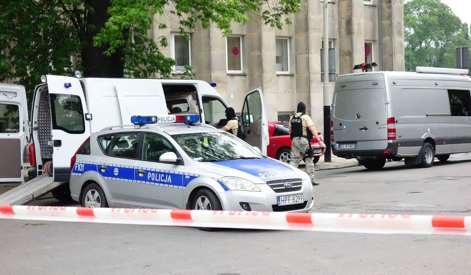 Alarm bombowy przy Traugutta! Ewakuowano ŁDK!  Pirotechnicy zabrali podejrzany ładunek [FILM]