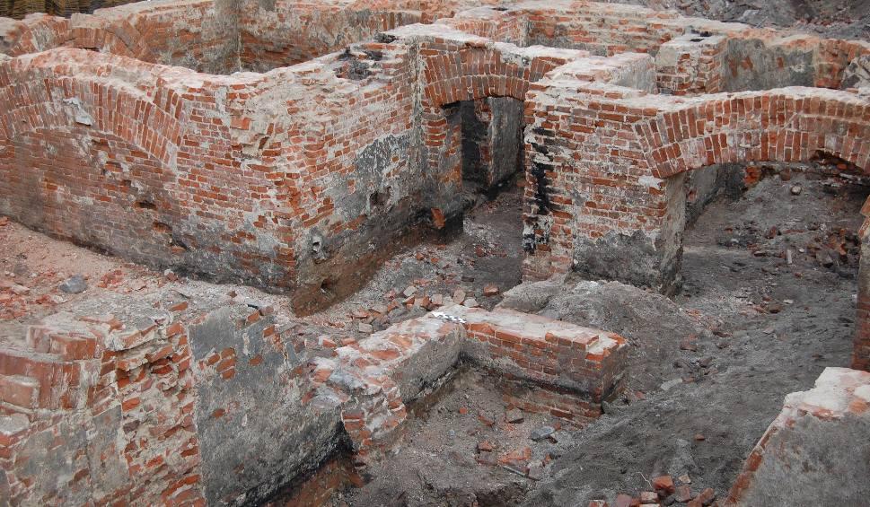 Film do artykułu: Cenne odkrycia archeologiczne na budowie Bulwarów Książęcych [ZDJĘCIA]
