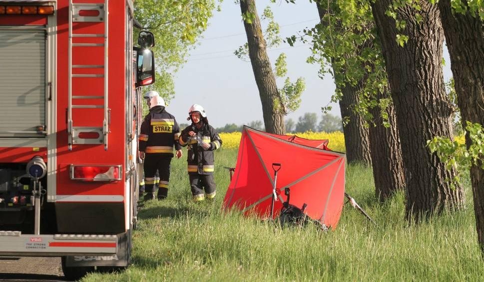 Film do artykułu: Tragiczny wypadek w Karczewie pod Tucholą. Zginął motocyklista, strażak OSP