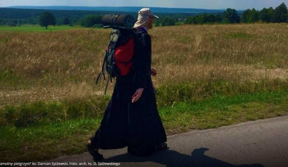 Film do artykułu: Ksiądz Damian Spiżewski ze Starachowic samotnie pielgrzymuje na Jasną Górę