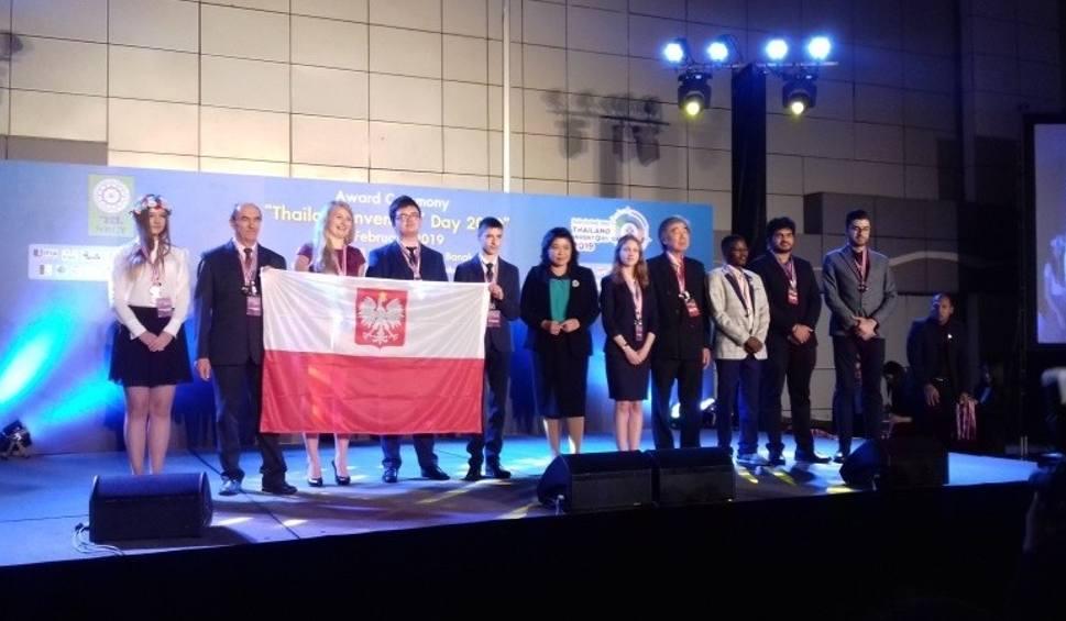 Film do artykułu: Międzynarodowy sukces uczniów z Połańca. Otrzymali dwa srebrne medale na Międzynarodowej Wystawie Wynalazków w Tajlandii