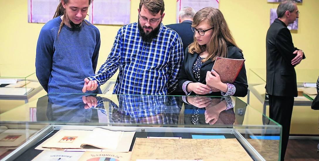 Prezentowane na wystawie archiwalia - bydgostiana wzbudzają zainteresowanie zwiedzających