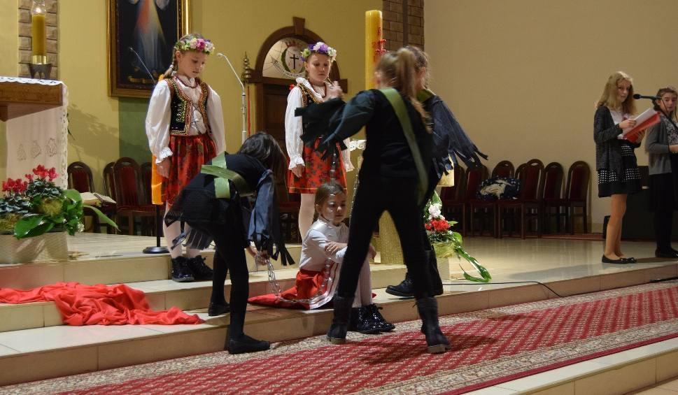 Film do artykułu: Patriotyczna inscenizacja w Dniu Niepodległości w Kościele Ducha Świętego w Szczecinku [ZDJĘCIA]