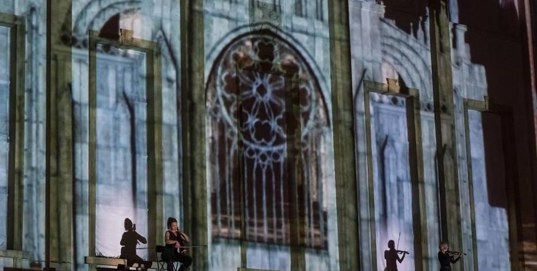 A w Toruniu trwa Bella Skyway Festival. To nie tylko świetlne pokazy, ale i muzyka grana na żywo przez toruńskie symfoniczki