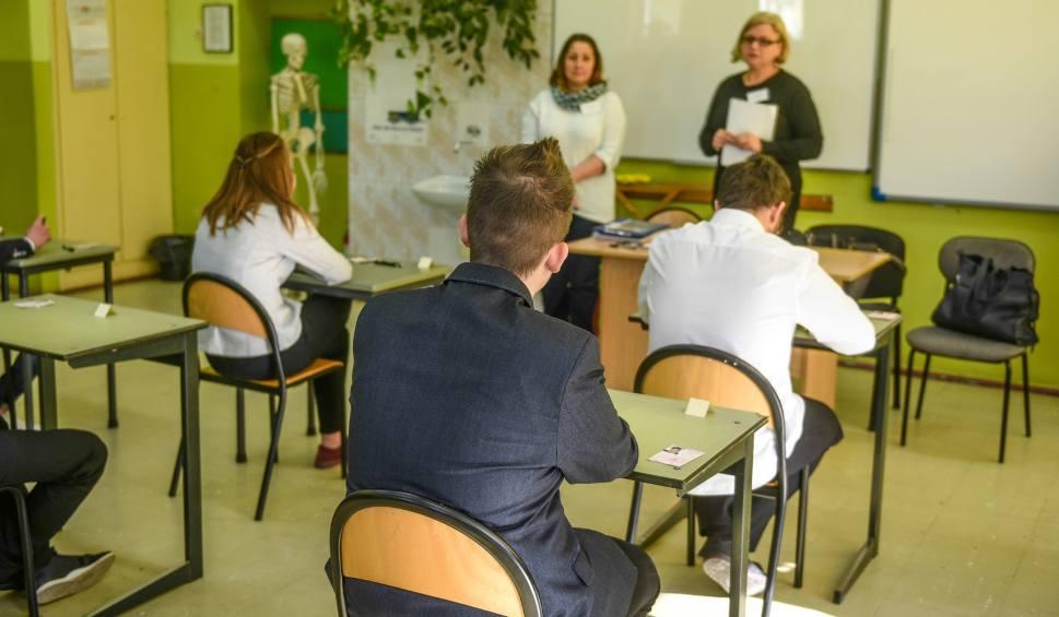 Film do artykułu: Egzamin gimnazjalny: Uczniowie czekają na wyniki