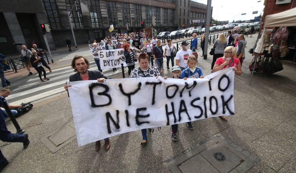 Film do artykułu: Bytomianie protestują przeciwko śmieciom i prezydentowi, którego chcą odwołać