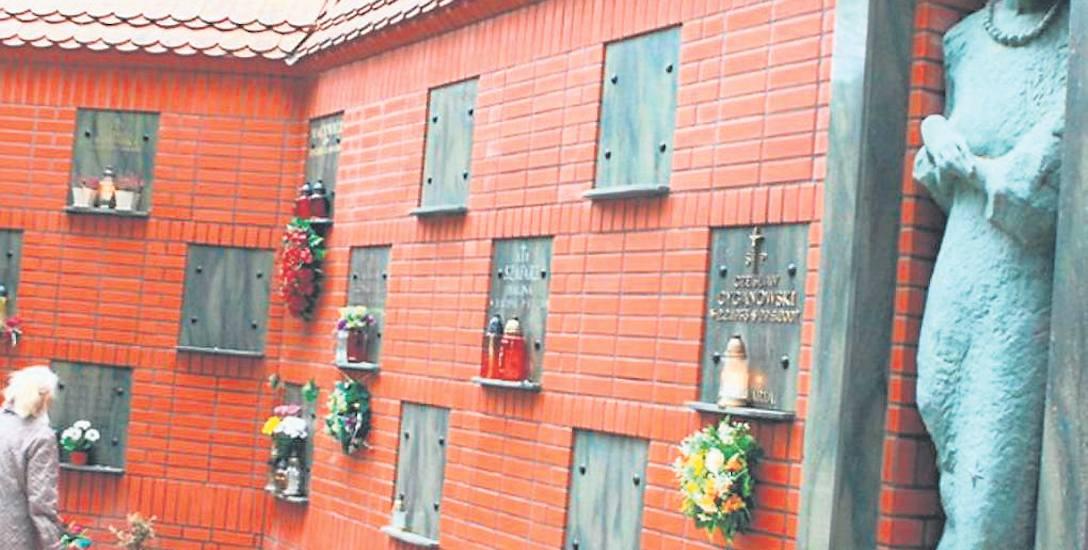Pierwsze kolumbarium na starym cmentarzu w Słupsku powstało w 2004 roku. Od tego czasu postawiono jescze dwa, budowane jest kolejne. Jedno powstanie