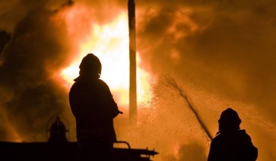 Film do artykułu: Płoną auta, budynki, odpady. Podpalacz grasuje w Lubszy