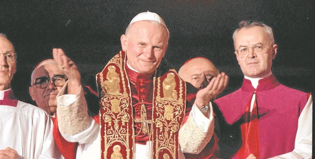 Karol  Wojtyła, nowy papież Jan Paweł II. Watykan,Loża Błogosławieństw,  16 października 1978 roku