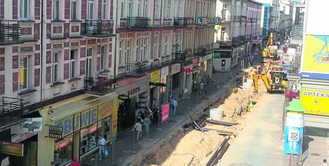 Wykop na ulicy Modrzejowskiej jest prowadzony od strony ul. Kościelnej w kierunku Targowej