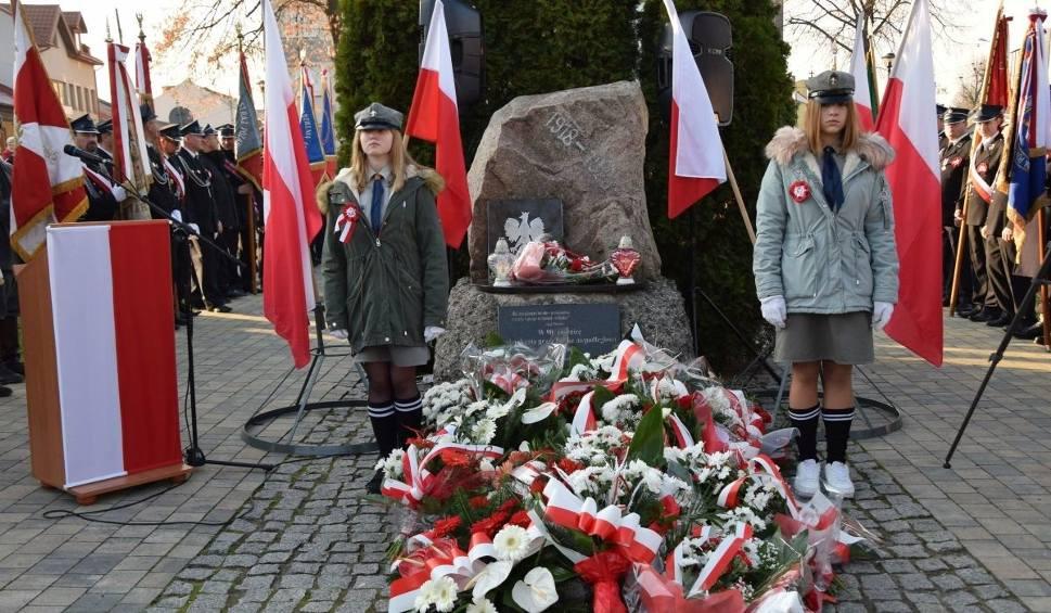 Film do artykułu: Włoszczowa uczciła 100. rocznicę odzyskania niepodległości przez Polskę. Dopisali mieszkańcy i pogoda