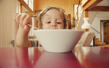 Zdrowa dieta dzieci jest bardzo ważna. To my dorośli decydujemy co dziecko je. Ważne jest, aby od małego wdrażać dobre nawyki żywieniowe.