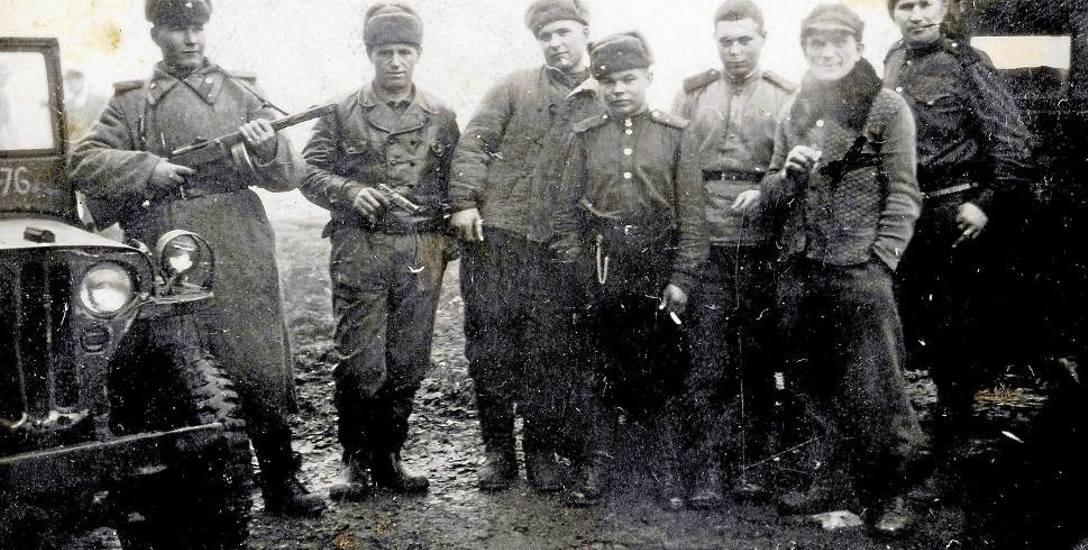 Nad powiatem krąży widmo głodu - zapasy wywieźli Niemcy, a czego nie zdążyli, to rozkradli Rosjanie.