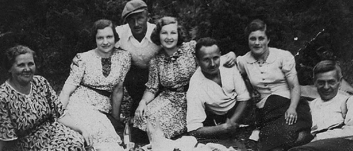 Białostoccy Niemcy i Polacy na pikniku w lesie w Pietraszach