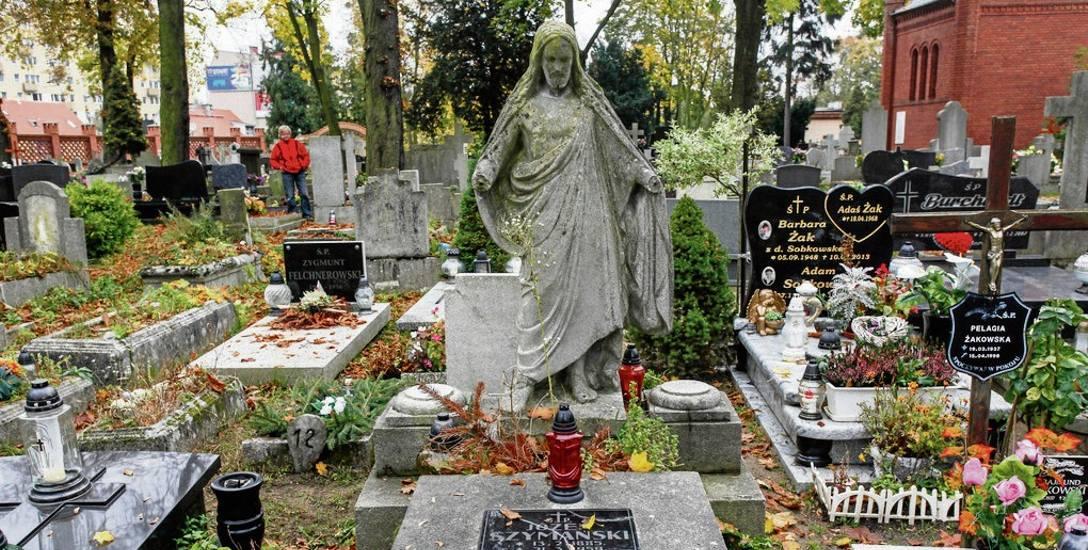 Najstarszy z wciąż czynnych bydgoskich cmentarzy, Starofarny, dziś znajduje się praktycznie w centrum miasta, choć gdy go zakładano, dojście do niego