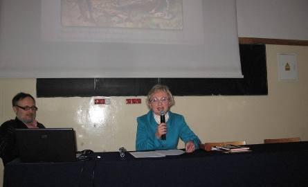 Wyklad uzupelniały prezentacje multimedialne prowadzone przez Remigiusza Kutyłę