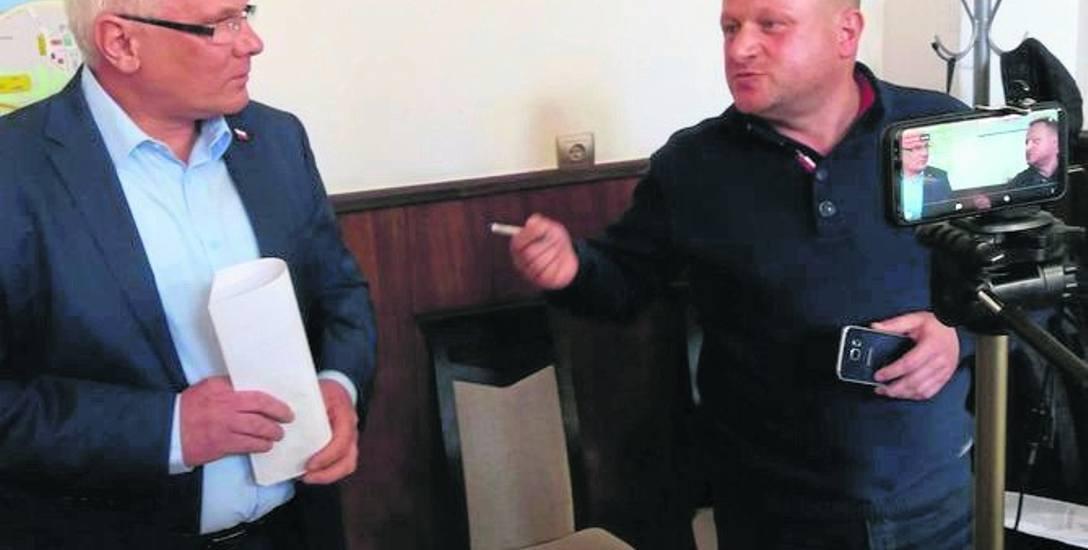 Krzysztof Plewko zwołał konferencję m.in. w sprawie zasad przyznawania mieszkań. Pojawił się też na niej Jacek Woźniak.