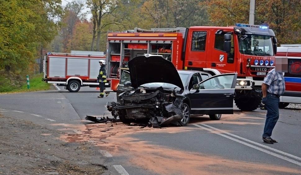 Film do artykułu: Starosta bieruńsko-lędziński jest w szpitalu po wypadku samochodowym. Służbowy samochód rozbity FOTO