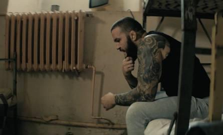 KSW 40. Promocyjne wideo z Materlą w... areszcie [WIDEO]