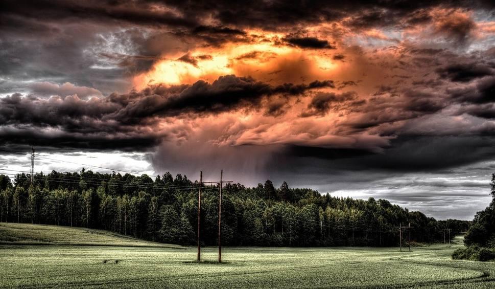 Film do artykułu: Gdzie jest burza TERAZ? Bezbłędna MAPA ONLINE BURZ w Polsce + Radar burzowy. Prognoza pogody DZIŚ BURZE - AKTUALIZACJA ONLINE