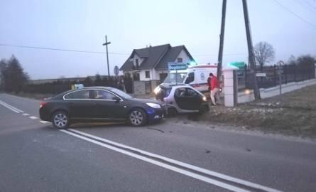 Wypadek pod Brzezinami. Zderzenie dwóch samochodów - jedna osoba została ranna