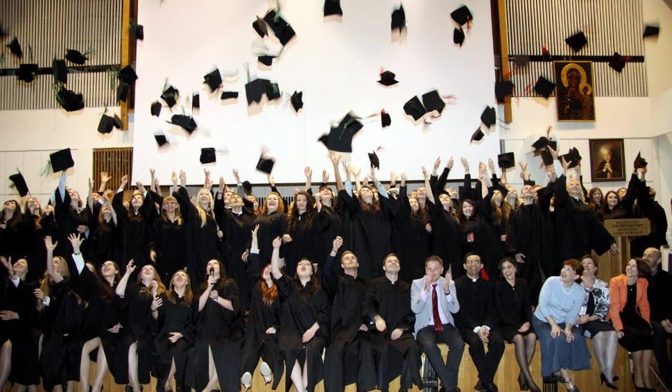 Film do artykułu: Po których uczelniach w Śląskiem absolwenci najszybciej znajdują pracę?