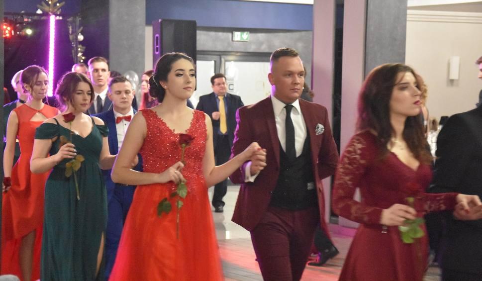 Film do artykułu: Studniówka I LO w Rydułtowach: Piękny polonez maturzystów ZDJĘCIA + WIDEO