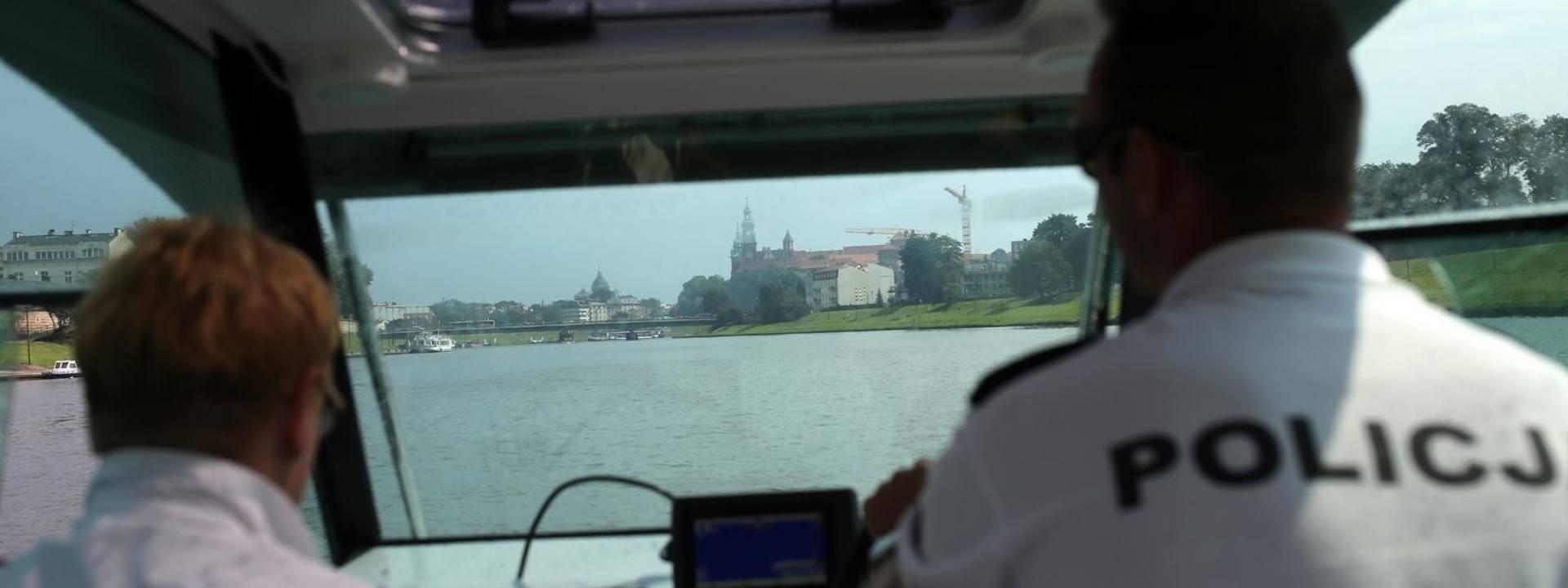 Kraków. Policjanci z Komisariatu Wodnego dbają o bezpieczeństwo na wodzie. Jak wygląda ich praca? [ZDJĘCIA]