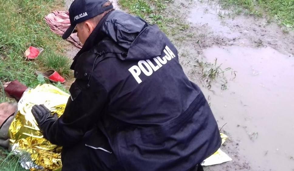 Film do artykułu: Oświęcim. Policjanci penetrując opuszczone budynki odnaleźli bezdomnego, który okazał się osobą poszukiwaną