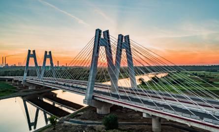 Czas na otwarcie mostu i kolejnego odcina wschodniej obwodnicy Krakowa.