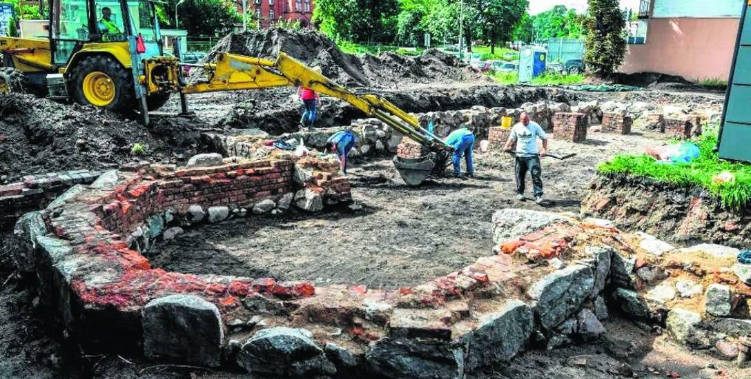 W trakcie prac archeologicznych prowadzonych na posesji przy ul. Poznańskiej 25, największym odsłoniętym elementem dawnego zboru było pięcioboczne murowane