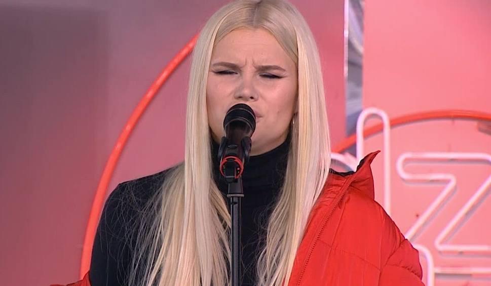 """Film do artykułu: Violet Oliferuk w """"Dzień Dobry TVN"""". Zaśpiewała piosenkę """"We Don't Have To Take Our Clothes Off"""" [WIDEO]"""