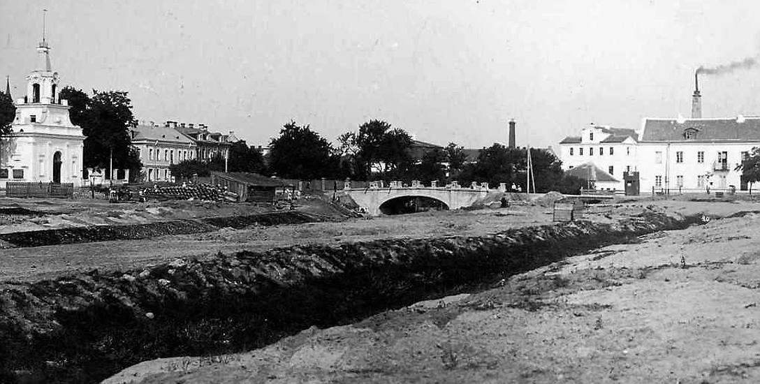 Latem 1897 r. wielki staw pałacowy był już osuszony i zasypany, a białostoczanie oczekiwali nowego Parku Miejskiego.