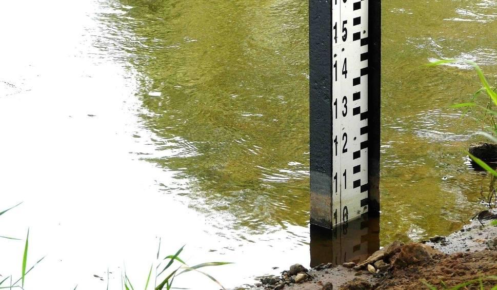 Film do artykułu: Alarm powodziowy na Śląsku: Przekroczone stany ostrzegawcze i alarmowe poziomu rzek