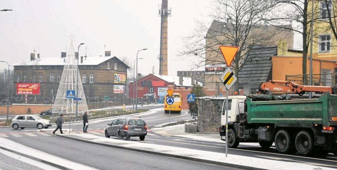 Po wymalowaniu znaków poziomych na nowym rondzie na ulicy Szczecińskiej stało się jasne, jak trzeba tam prawidłowo się poruszać. Mimo tego, co pewien