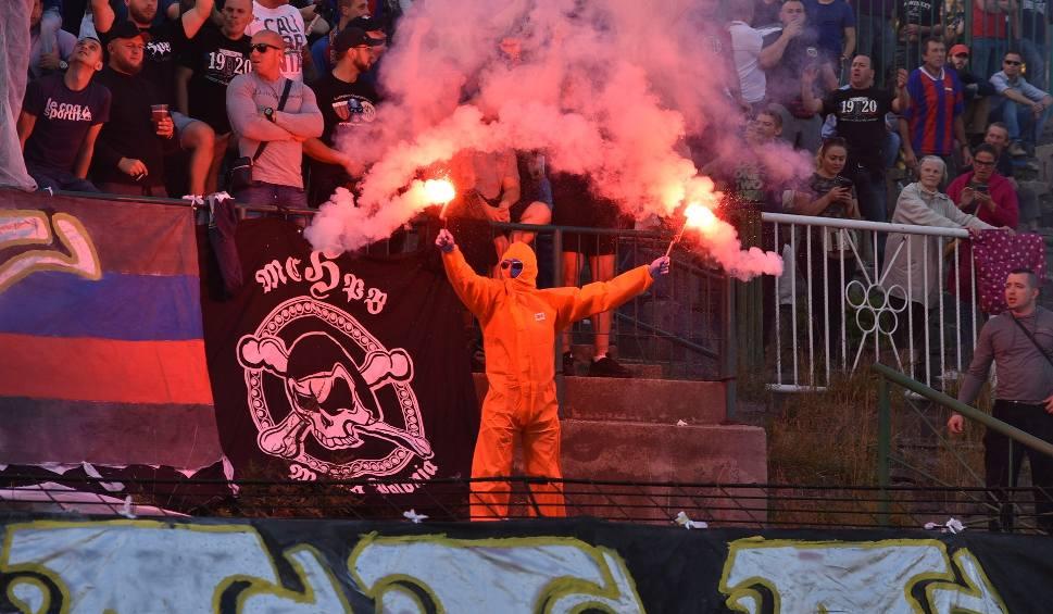 Film do artykułu: Bytom: Derby Bytomia w IV lidze. Kibice na poziomie ekstraklasy WIDEO + ZDJĘCIA