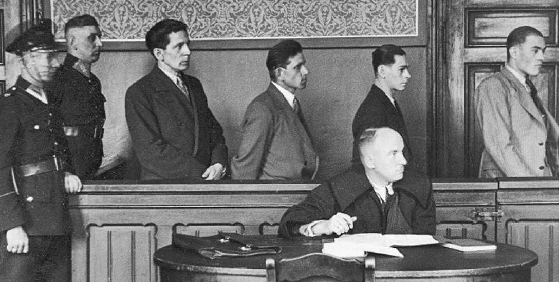 Sąd w Chorzowie. Rozpoczyna się proces sprawców napadu na Bank Ludowy w Świętochłowicach. Lata 30.