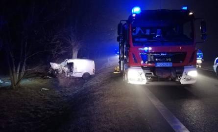 Dwa samochody dostawcze zderzyły się czołowo w nocy z niedzieli na poniedziałek na DK32, miedzy Ruchocicami a Grodziskiem Wielkopolskim.Czytaj dalej