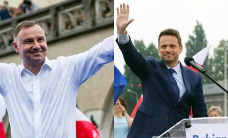 Porównujemy majątki Andrzeja Dudy i Rafała Trzaskowskiego. Sprawdź, jakie kandydaci na prezydenta mają oszczędności, zarobki, jakimi samochodami jeżdżą.Majątki